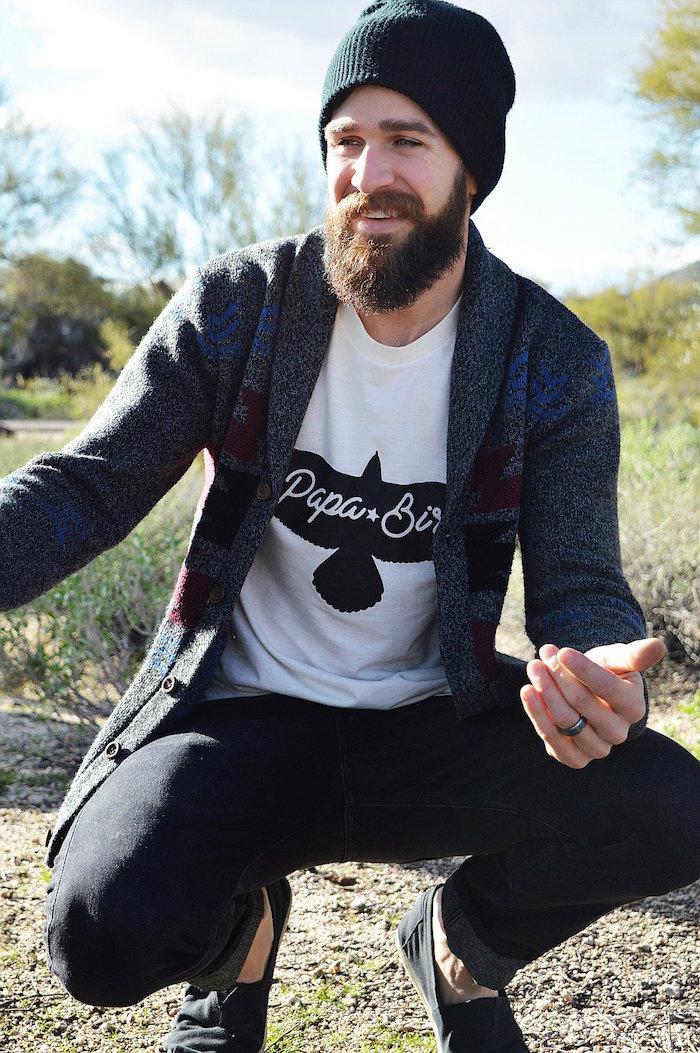 tenue homme hipster boheme bobo moderne avec barbe longue et bonnet