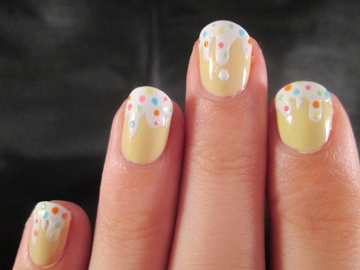 Modele d ongle en gel, deco ongle gel, photo ongle en gel original, cool idée pour manucure jaune avec simili glace fondant