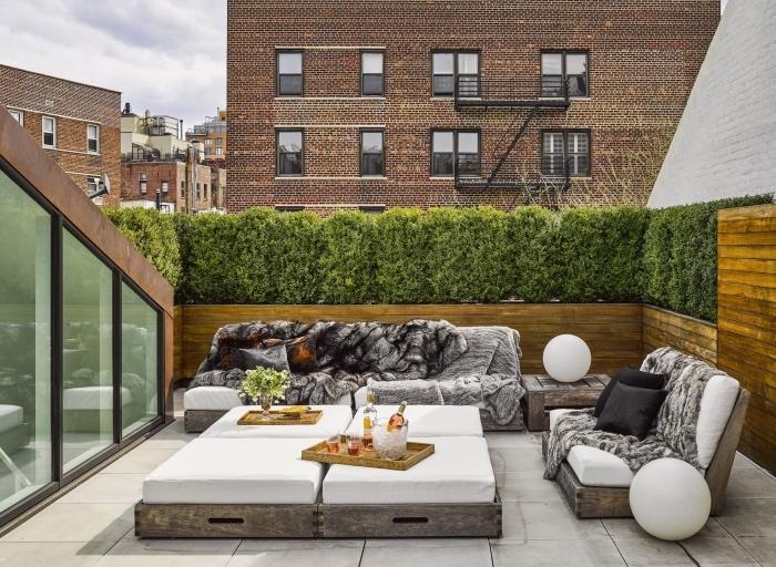 l'aménagement d'un toit-terrasse moderne avec un brise vue vegetal qui préserve l'intimité du lieux tout en constituant un havre de paix