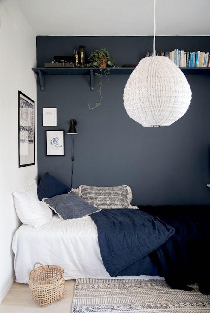 Déco petite chambre adulte, deco chambre adulte étroite, décoration de chambre cosy mur gris et lit bien aménagé
