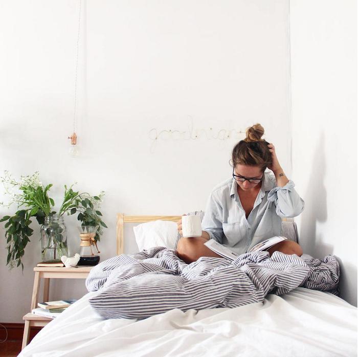 Chouette idee deco chambre adulte, amenagement petite chambre tendance 2018 dans la déco tout en blanc