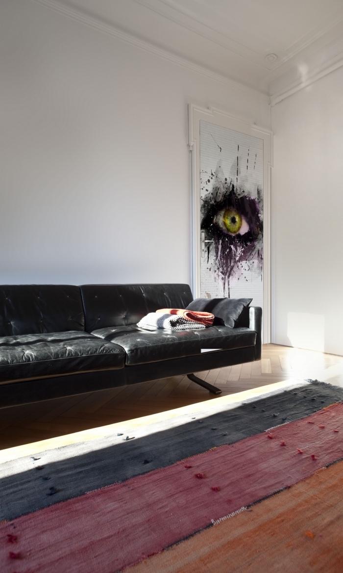 idée pour un relooking facile de la porte du salon, du papier peint trompe l oeil porte de salon originale pour une ambiance moderne, graphique et masculine