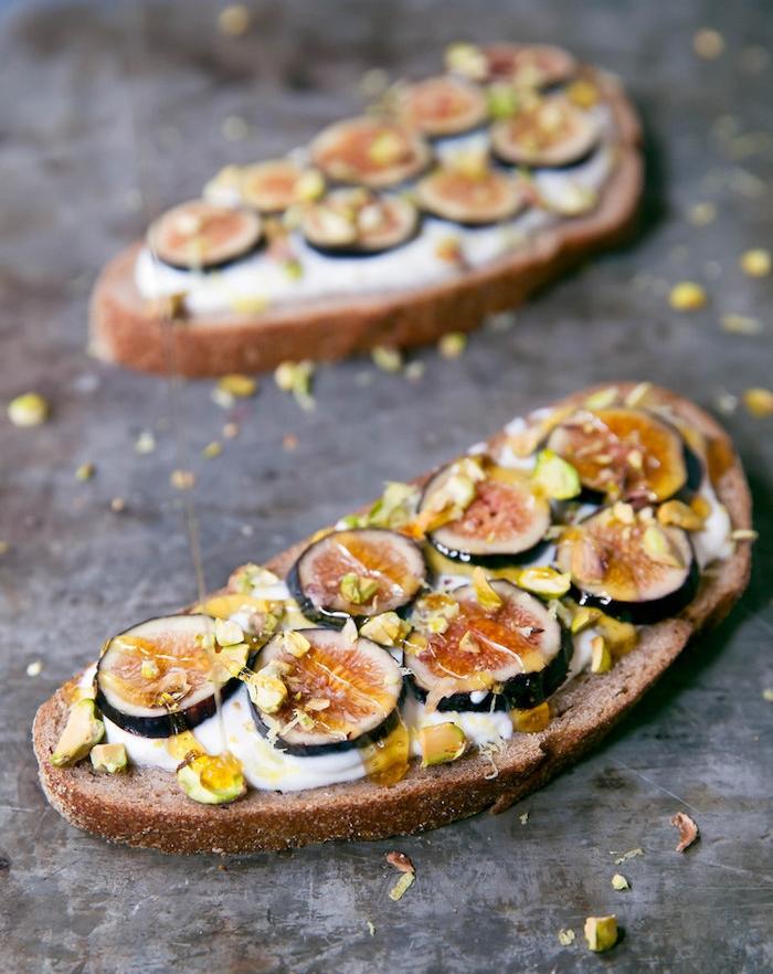 tartine de ricotta, figues, pistaches, miel et zeste de citron, petit déjeuner équilibré exemple simple