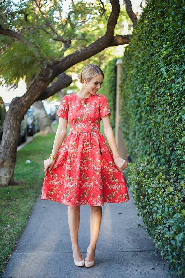Belle robe de mariée champetre chic robe chic et champetre élégante idée tenue été rouge robe fleurie