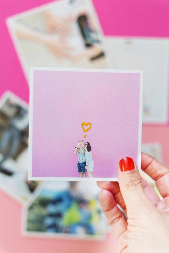idée que faire avec ses photos instagram, projet diy facile pour ado, exemple photo avec petit coeur brodé en fil jaune