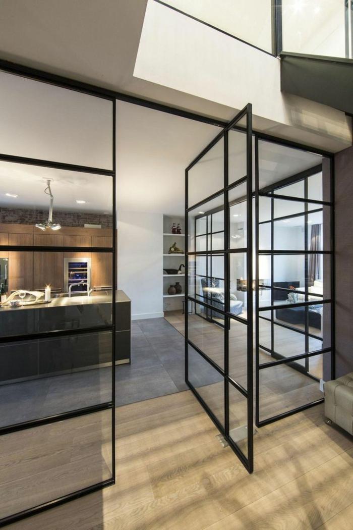 verriere interieure coulissante, portes vitrées noires avec ouverture latérale, cuisine industrielle béton et bois