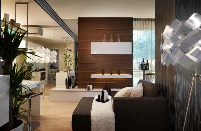 lampes de sol blanches, lit décoré de wengé et blanc, association couleur marron
