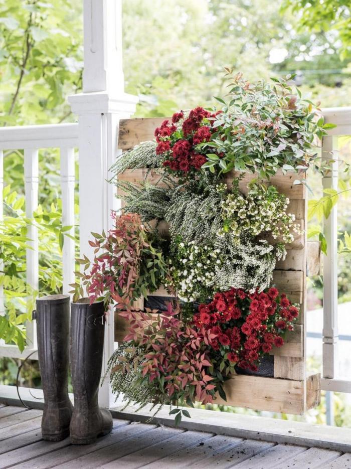 tuto facile pour réaliser un mur vegetal en palette pour décorer le jardin, le balcon ou la véranda, bricolage facile pour réaliser une jolie décoration de jardin avec un petit budget