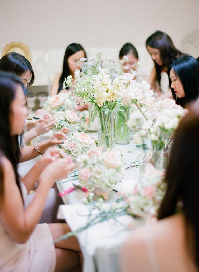 Bouquet de table mariage ejvf activité faire des bouquets activité fonctionnelle pour la déco de mariage amies amusement