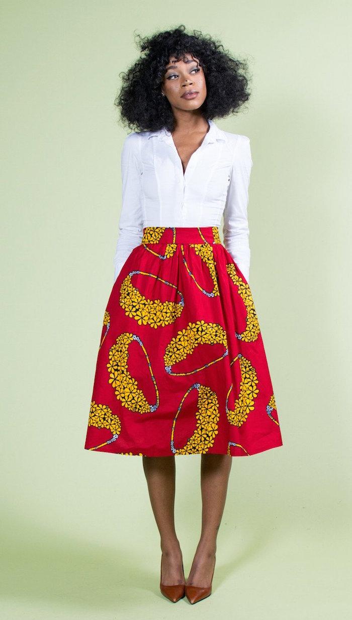 vetement femme wax jupe large mi longue aux genoux rouge et jaune avec chemise blanche