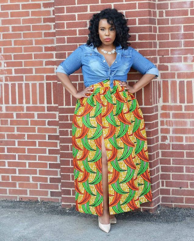 jupe motif ethnique africain fendue large avec chemise jean denim delavé