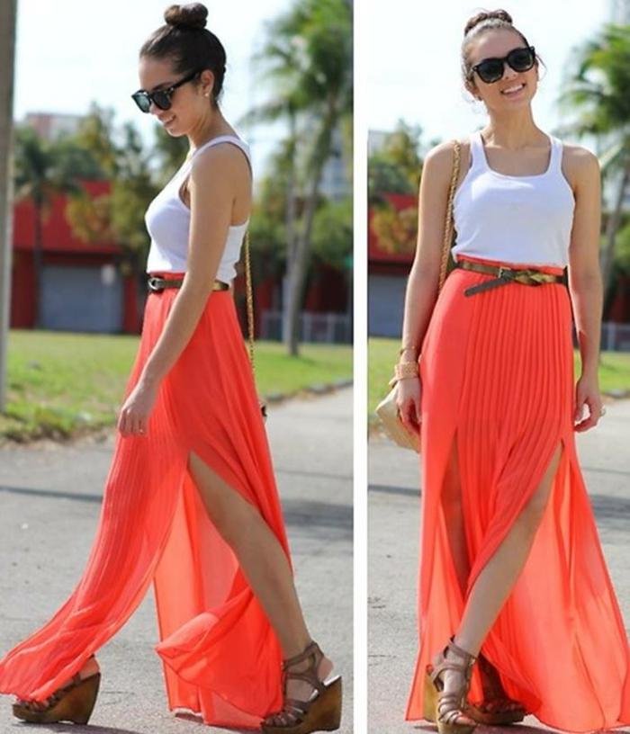 comment porter la jupe longue fendue, une jupe corail longue, débardeur blanc