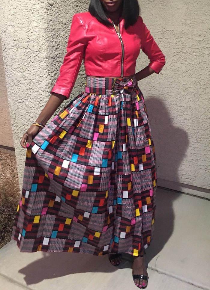 jupe longue style pagne africain multicolore à imprimé géométrique et veste imitation cuir rose
