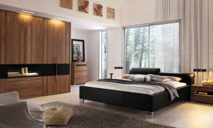 chambre à coucher, fauteuil gris, tapis taupe, lit wengé, peinture murale blanche