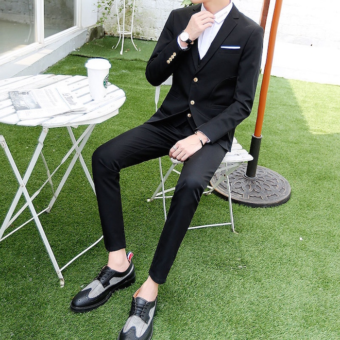 costume mariage homme chic et décontracté avec mocassin sans chaussettes