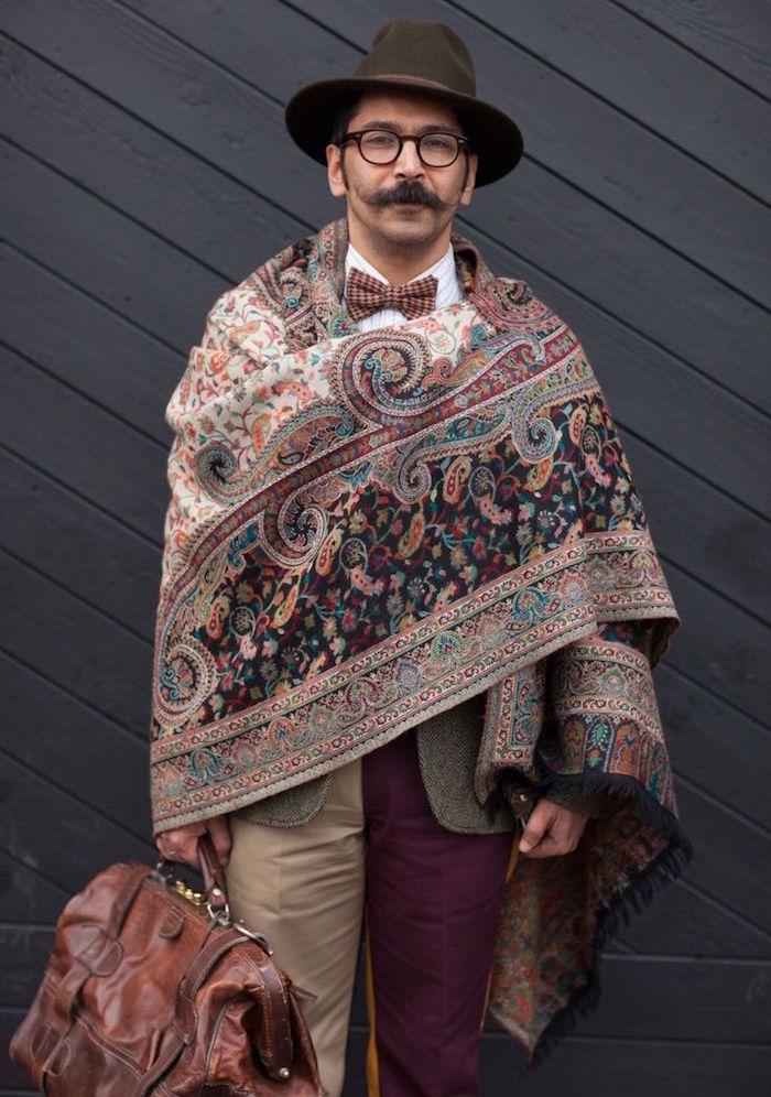 tenue dandy vintage style années 20 avec costume bicolore et moustache et plaid brodé main