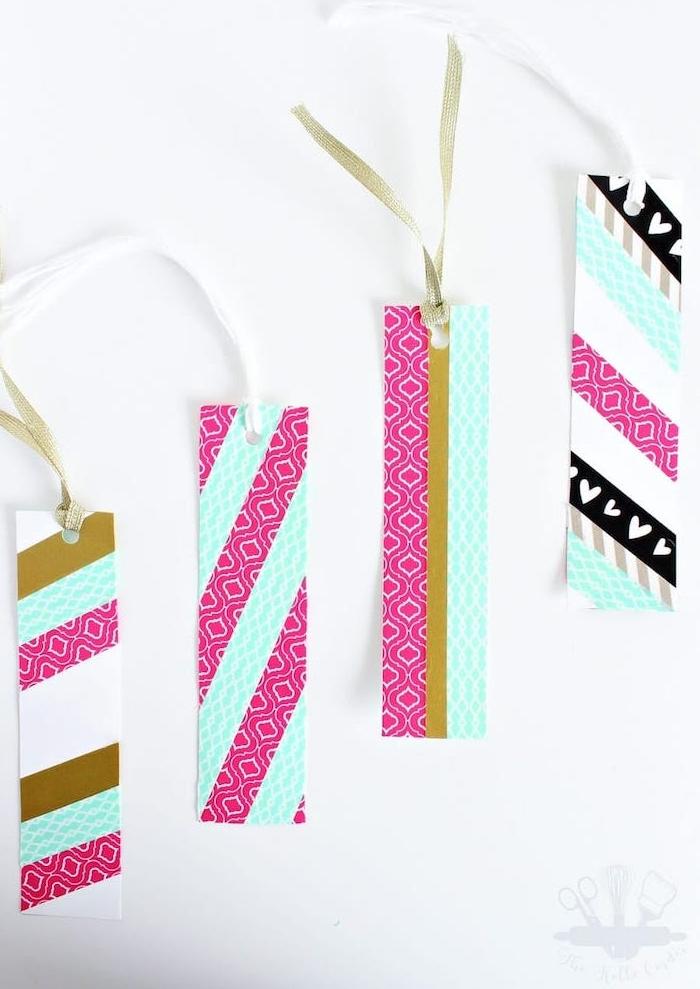 comment faire un marque page diy en bandes de carton décorées de bandes de washi tape colorées et attaches en ruban, cadeau pour sa meilleure amie