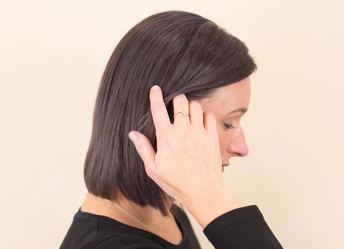 coiffure femme au carré mi long et avec coloration chocolat glacé
