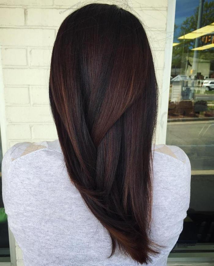 balayage marron clair sur brun glacé et cheveux mi longs femme