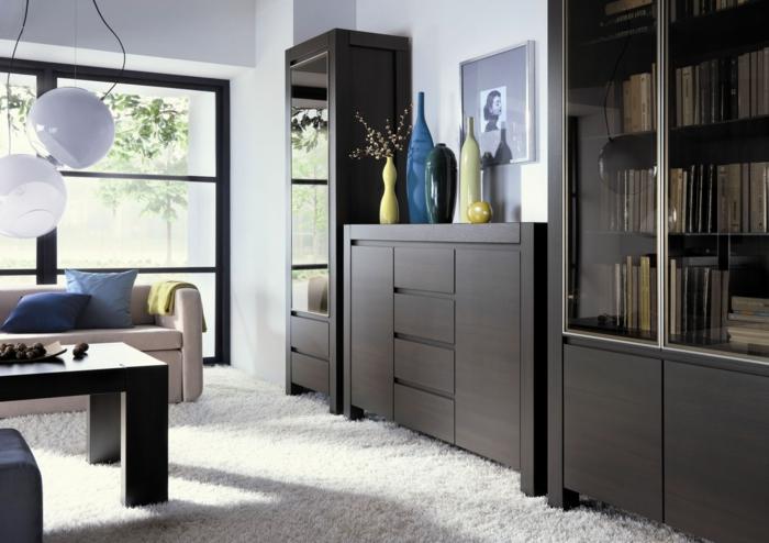décor en gris et bois, meule wengé et tapis moelleux blanc, plafonnier original