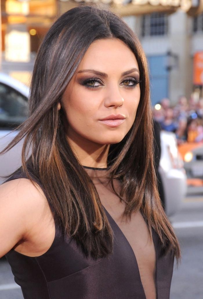 idée quelle couleur de cheveux pour peau olive et yeux verts, balayage brun sur cheveux noirs aux reflets cuivrés