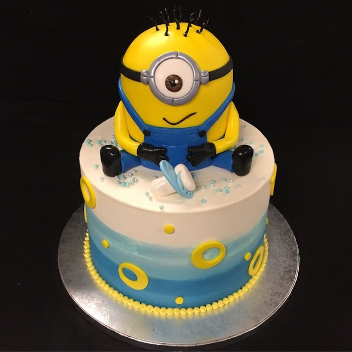 deco baby shower garcon les minions, gâteau baby shower photo patisserie fille ou garcon