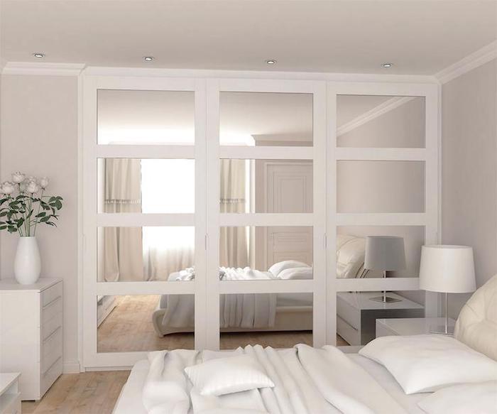 Aménager chambre 9m2, deco chambre moderne, déco simple et stylée, décoration minimaliste, chambre toute blanche, grand miroir sur l'armoire