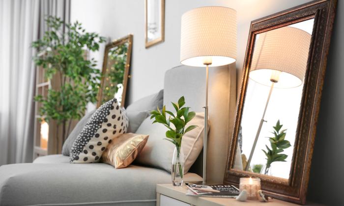 Aménager une petite chambre, aménagement chambre 10m2 fonctionnelle, grands miroirs sur les tables de chevet, bougies et plantes vertes