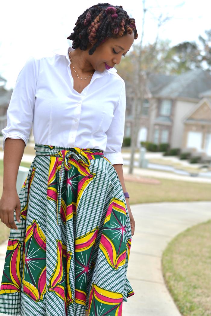 modele de jupe longue wax vert jaune rouge large avec chemisier blanc