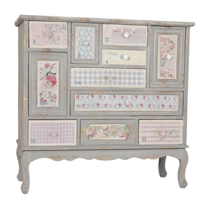 comment repeindre un meuble sans le poncer, meuble relooké en style shabby chic, avec des tiroirs recouverts de papier peint en carreaux et des motifs fleuris, meuble en gris perle