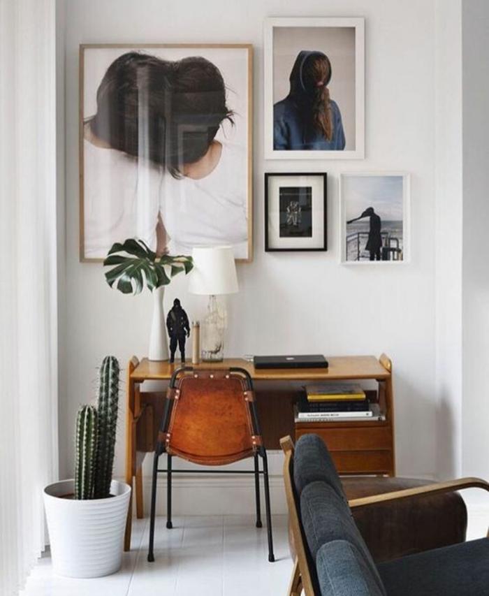 renover meuble bois, moderniser meuble ancien, murs blancs, quatre tableaux aux cadres noirs et blancs, carrelage blanc brillant, cache-pot en plastique blanche