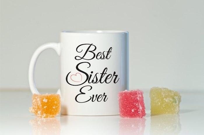 mug personnalisé de texte meilleure soeur au monde, fabriquer un cadeau pour sa soeur de coeur