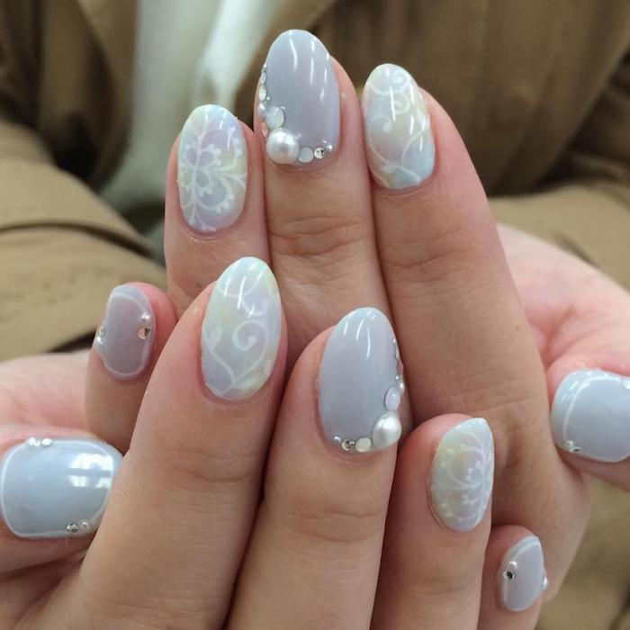 Deco ongle facile, modele ongle nail art, dessin sur ongle, modèle ongle en gel, blanches motives sur ongle gris perle