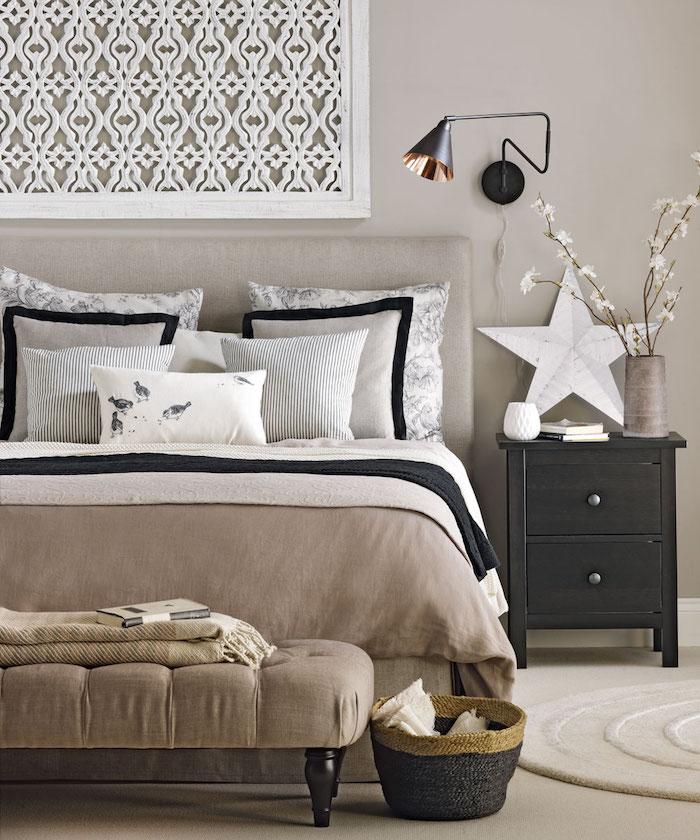 Aménager une chambre de 10m2, deco chambre moderne, cosy chambre à coucher couleur taupe et brun