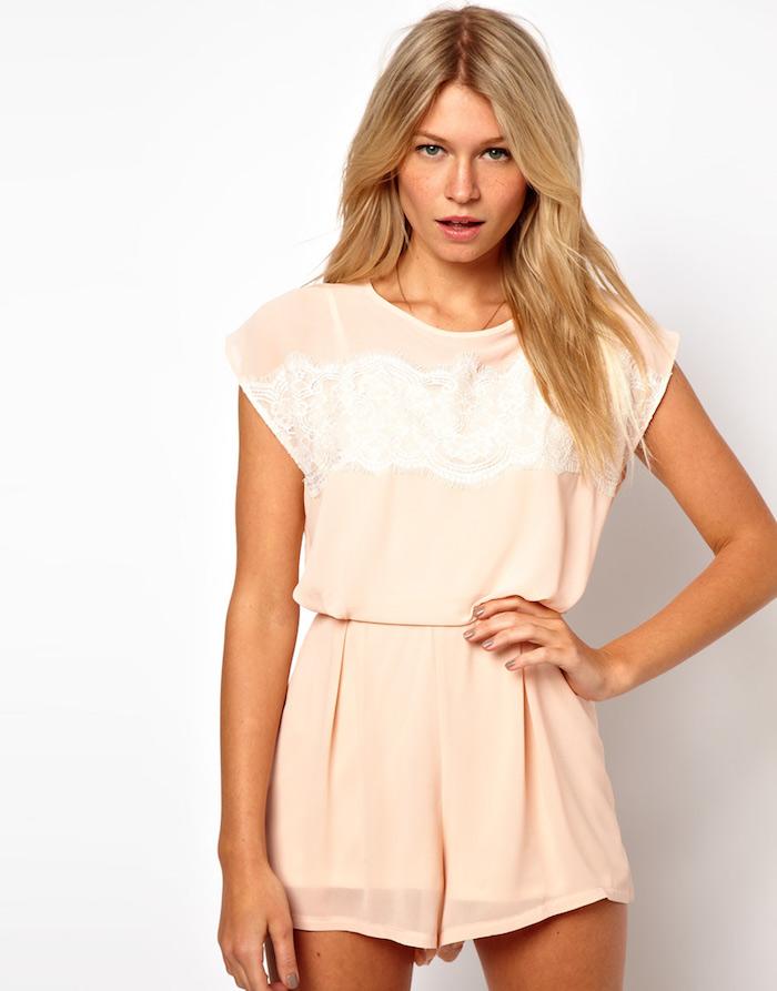Combinaison chic femme couleur nude, tenue combinaison femme, tenue de soirée confortable, tenue style féminine