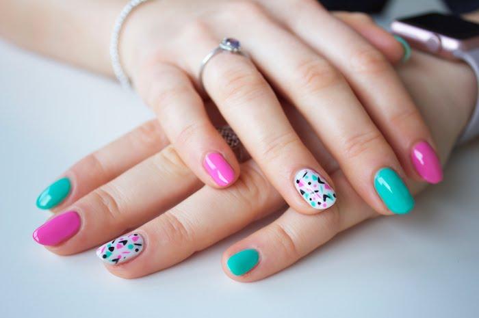 Choette idée modele ongle nail art, deco ongle gel, photo ongle art, manucure photo belle en rose et vert