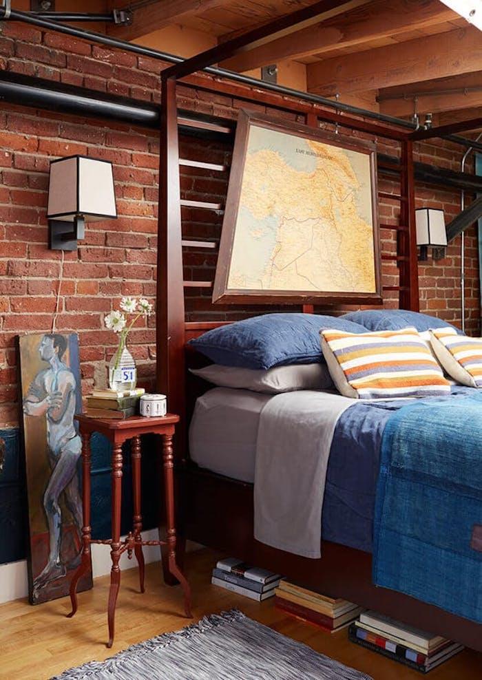 Vintage déco industriel pour la chambre à coucher masculine, cool idée décoration murale avec briques