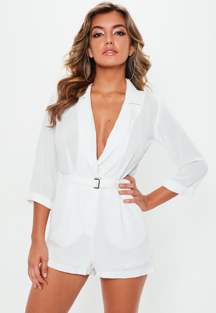 Tenue d'été combinaison de soirée pour mariage ou pour voyager avec une yacht, combinaison chic femme bien habillée en blanc