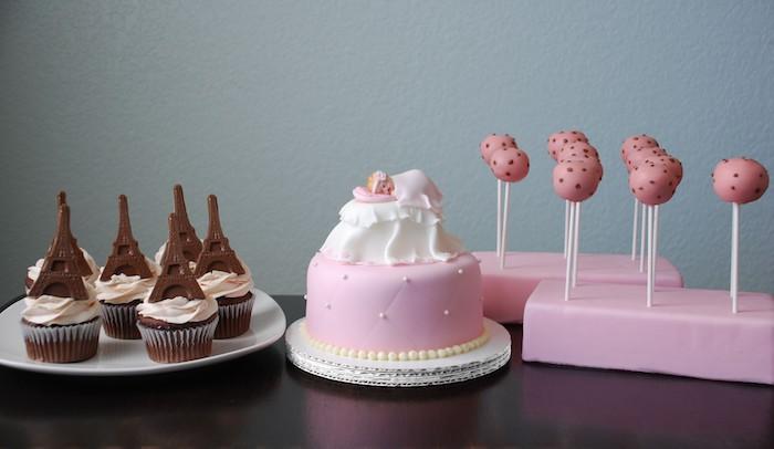 choisir les gateaux individuels, idée decoration gateau shower bebe gateau  naissance gâteau baby shower