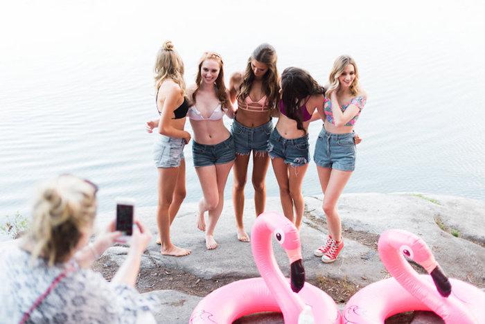 Activité enterrement de vie de jeune fille idée pour enterrement de vie de jeune fille aller à la plage prendre photos mignons