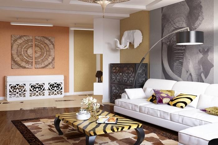 quelle couleur pour un salon traditionnel dans esprit moderne, modèle de canapé blanc couvert de coussins colorés