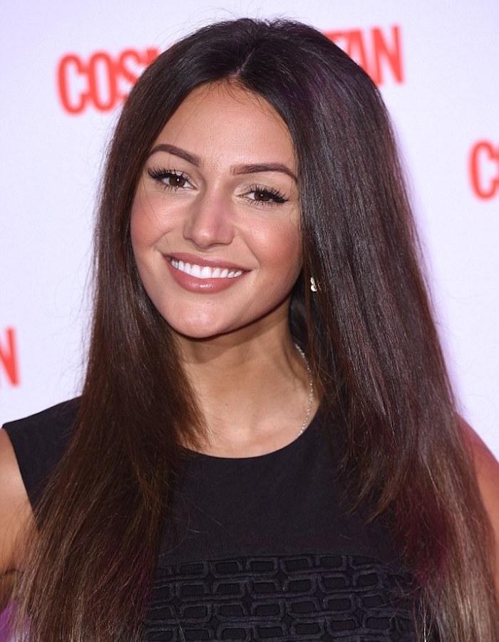 coiffure femme longue et simple couleur de cheveux marron glacé