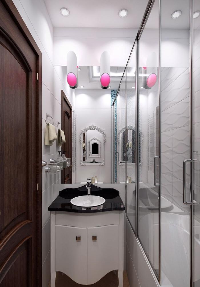 exemple aménagement petite salle de bain avec cabine de douche au plafond blanc et carrelage blanc avec éclairage miroir