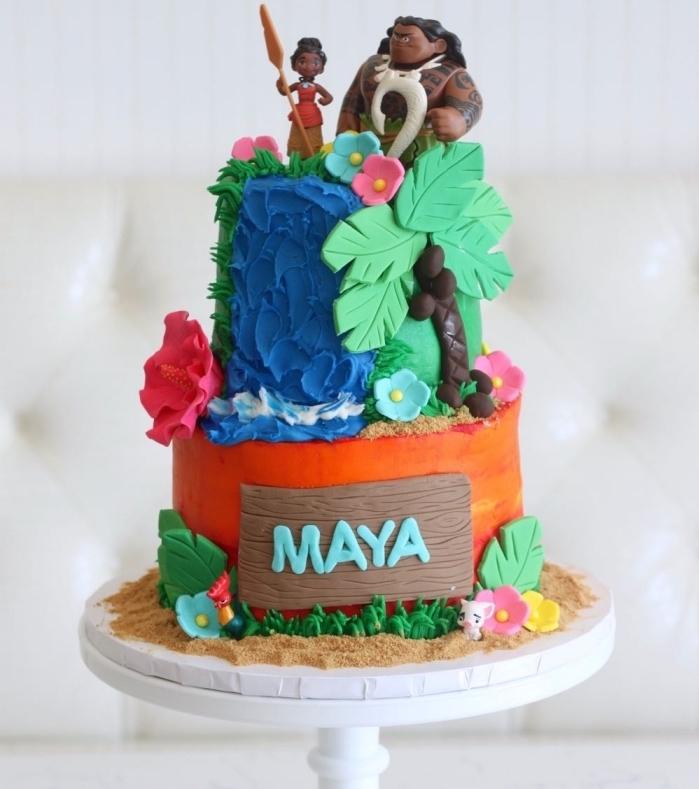 préparer un gateau d anniversaire fille sur le thème de Vaiana, technique de modelage en fondant et colorants alimentaires