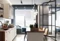 Osez la verrière industrielle de cuisine – une cloison au design transparent qui allie style et fonctionnalité