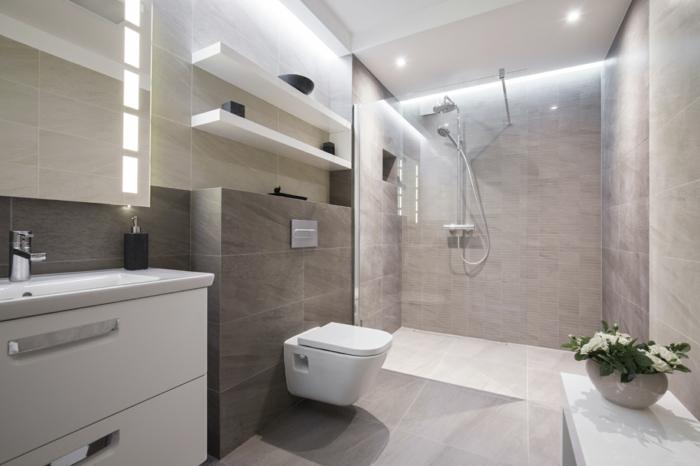 salle de bain avec verrière, cloison verriere, carrelage taupe et gris pour les murs et le sol, verriere salle de bain, meuble wc suspendu blanc et meuble de rangement en taupe