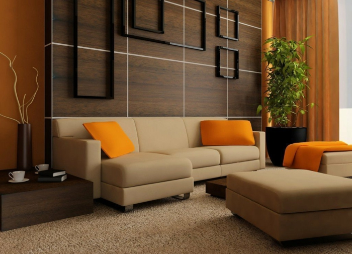wengé couleur dans un intérieur moderne, coussins déco oranges, panneau mural wengé, sofas taupe