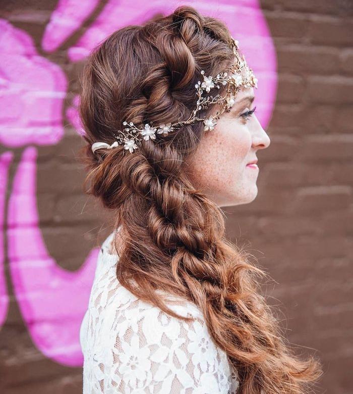 coiffure mariage boheme avec tresse sur cheveux longs, décoration accessoire cheveux bijou branche
