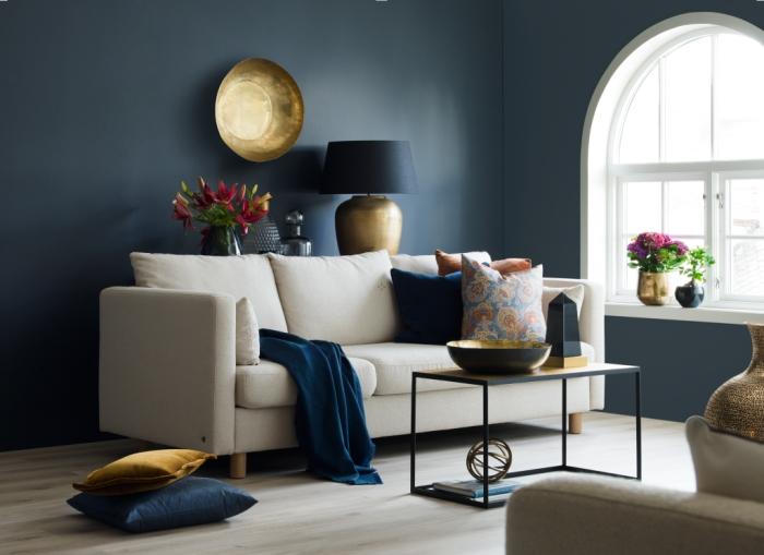 salon élégant couleur bleu nuit