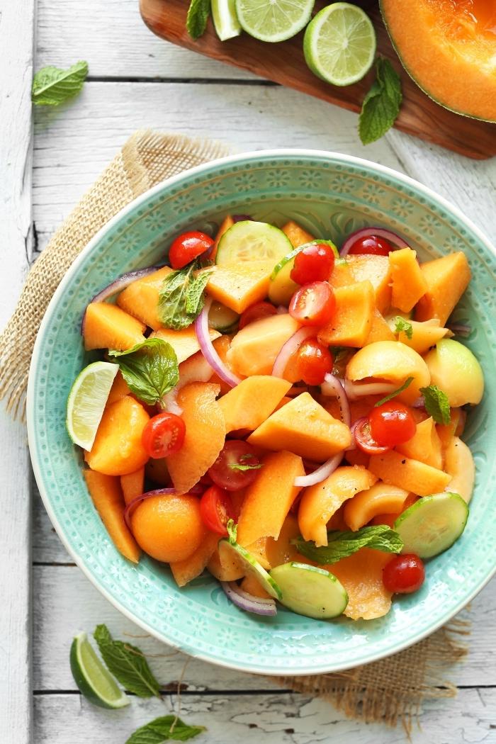 salade été billes de melon, tomates cerises et concombre, parfumée à la menthe